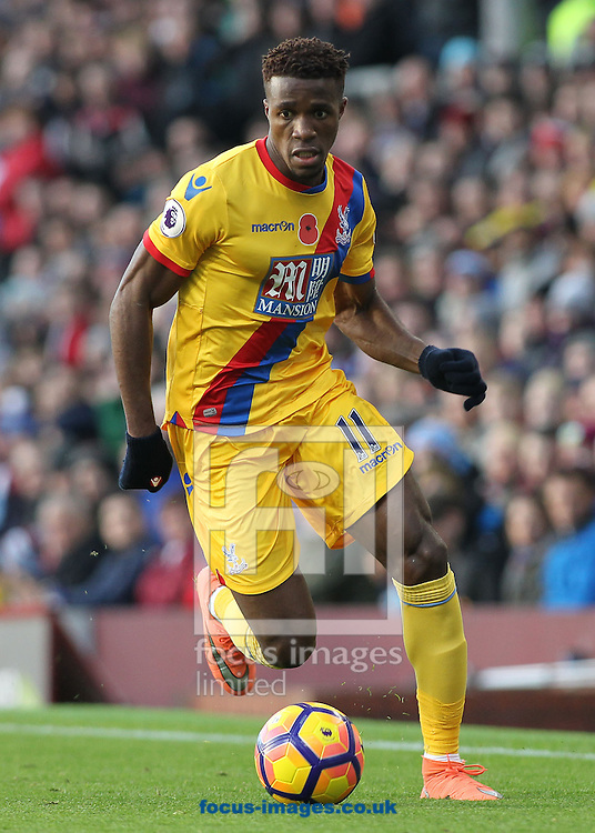 Wilfried Zaha of Crystal Palace in action against Burnley during the Premier League match at Turf Moor, Burnley.<br /> Picture by Michael Sedgwick/Focus Images Ltd +44 7900 363072<br /> 05/11/2016