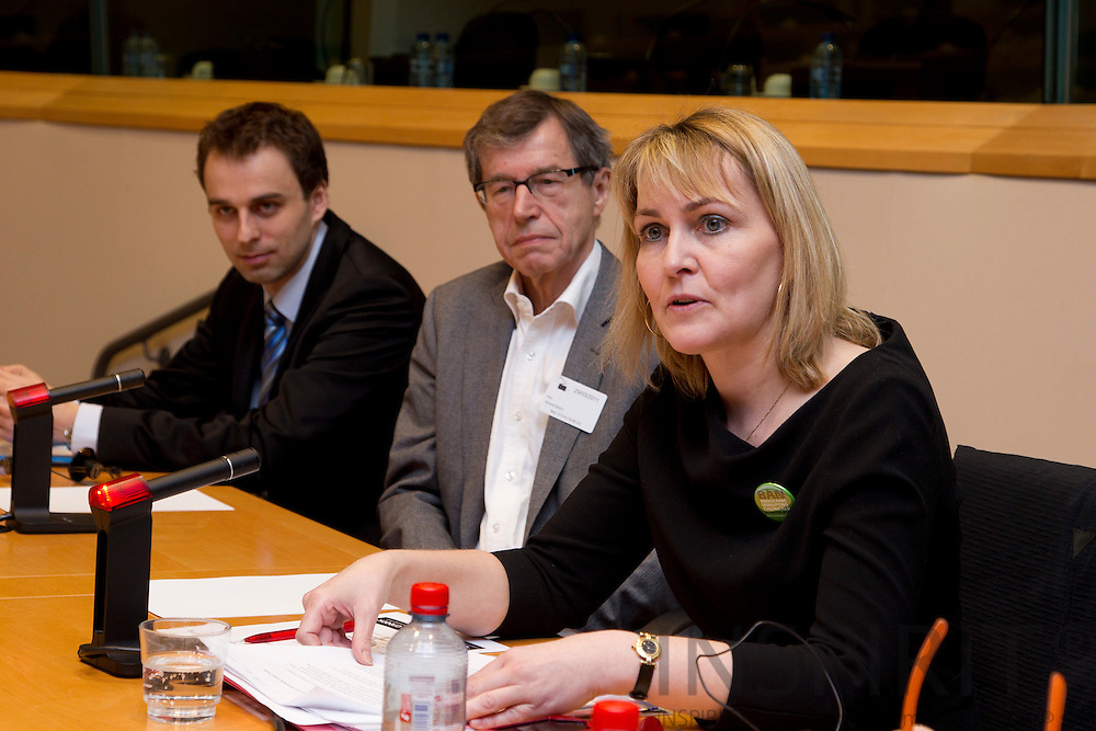 From left Peter Korytar, European Commission, Prof. Niels Erik Skakkebæk, Copenhagen University Hospital, MEP Christel Schaldemose at the seminar: Endocine Disrupter: The clock is ticking, at the European Parliament in Brussels Tuesday 29 March 2011. Photo: Erik Luntang / INSPIRIT Photo