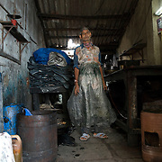 A worker in the tannery at the Kalyanwadi area. Dharavi, August 2007