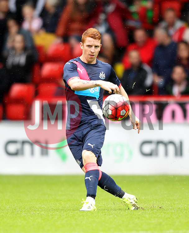 Newcastle United's Jack Colback - Mandatory by-line: Robbie Stephenson/JMP - 26/07/2015 - SPORT - FOOTBALL - Sheffield,England - Bramall Lane - Sheffield United v Newcastle United - Pre-Season Friendly
