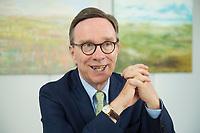 19 JUL 2016, BERLIN/GERMANY:<br /> Matthias Wissmann, Praesident Verband der Automobilindustrie, VDA, waehrend einem Interview, Geschaeftsräume des VDA<br /> IMAGE: 20160719-01-033