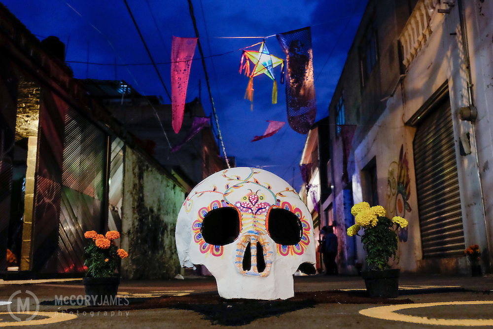 A skull on a street during Dia de los Muertos
