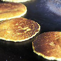 Cachapas cocinandose en budare