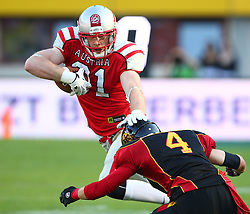 07.06.2014, Ernst Happel Stadion, Wien, AUT, American Football Europameisterschaft 2014, Finale, Oesterreich (AUT) vs Deutschland (GER), im Bild Manuel Thaller, (Team Austria, TE, #81) und Paul Motzki, (Team Germany, DB, #4) // during the American Football European Championship 2014 final game between Austria and Denmark at the Ernst Happel Stadion, Vienna, Austria on 2014/06/07. EXPA Pictures © 2014, PhotoCredit: EXPA/ Thomas Haumer