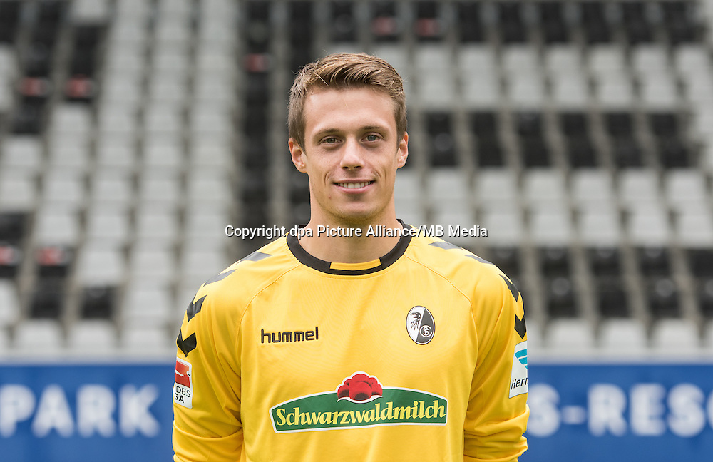 German Bundesliga - Season 2016/17 - Photocall SC Freiburg on 5 August 2016 in Freiburg, Germany: Goalkeeper Alexander Schwolow. Photo: Patrick Seeger/dpa | usage worldwide