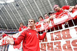 14.05.2011, Allianz Arena, Muenchen, GER, 1.FBL, FC Bayern Muenchen vs VfB Stuttgart, im Bild  Thomas Kraft (Bayern #35) bei den Fans, EXPA Pictures © 2011, PhotoCredit: EXPA/ nph/  Straubmeier       ****** out of GER / SWE / CRO  / BEL ******