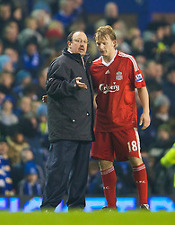LIVERPOOL, ENGLAND - Wednesday, February 4, 2009: Liverpool's manager Rafael Benitez gives some last minute instructions Dirk Kuyt before the start of extra time against Everton during the FA Cup 4th Round Replay match at Goodison Park. (Mandatory credit: David Rawcliffe/Propaganda)