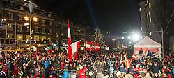 28.12.2013, Hauptplatz, Lienz, AUT, FIS Weltcup Ski Alpin, Lienz, Damen, Siegerehrung Riesentorlauf mit anschließender Auslosung der Startnummern fuer Slalom, im Bild Zuschauer am Hauptplatz // during the victory ceremony of the giant slalom and the bip draw for slalom, Lienz FIS Ski Alpine World Cup at Hautpplatz in Lienz, Austria on 2013/12/28, EXPA Pictures © 2013 PhotoCredit: EXPA/ Michael Gruber