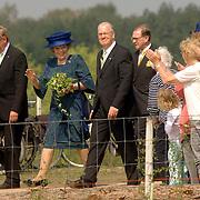 NLD/Hilversum/20060503 - HM Beatrix opent de langste natuurbrug ter wereld : Natuurbrug Zanderij Crailo in Hilversum,