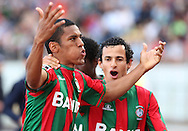 Portugal, Funchal, Madeira : Maritimo's Brazilian forward Vanderley Marinho celebrates with teammates after scoring against FC Porto during the Portuguese league football match CS Maritimo vs FC Porto at the Dos Barreiros stadium in Funchal on February 1, 2014. AFP PHOTO/ GREGORIO CUNHA