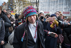 © Licensed to London News Pictures. 29/11/2017. London, UK. Lauri Love (C) arrives at the High Court. Lauri Love is appealing extradition to the US over alleged cyber-hacking. Photo credit: Peter Macdiarmid/LNP