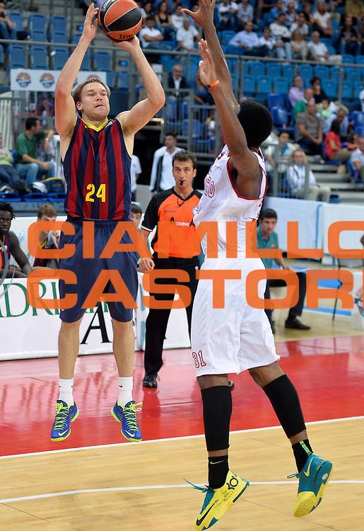 DESCRIZIONE : Pesaro Torneo Euro Hoop Series 2013 Victoria Libertas Pesaro-FC Barcellona<br /> GIOCATORE : Brad Oleson<br /> CATEGORIA : tiro three points<br /> SQUADRA : FC Barcellona<br /> EVENTO : Torneo Euro Hoop Series 2013<br /> GARA : Victoria Libertas Pesaro-FC Barcellona<br /> DATA : 21/09/2013<br /> SPORT : Pallacanestro<br /> AUTORE : Agenzia Ciamillo-Castoria/R.Morgano<br /> Galleria : Lega Basket 2013-2014<br /> Fotonotizia : Pesaro Torneo Euro Hoop Series 2013 Victoria Libertas Pesaro-FC Barcellona<br /> Predefinita :