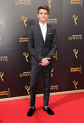 Corey Fogelmanis bei den Creative Arts Emmy Awards in Los Angeles / 100916<br /> <br /> <br /> *** at the Creative Arts Emmy Awards in Los Angeles on September 10, 2016 ***