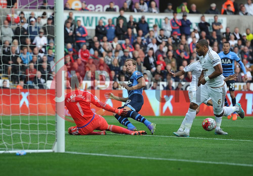 Harry Kane of Tottenham Hotspur shoots wide. - Mandatory byline: Alex James/JMP - 07966 386802 - 04/10/2015 - FOOTBALL - Liberty stadium - Swansea, England - Swansea City  v Tottenham hotspur - Barclays Premier League