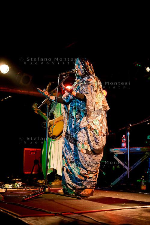 Roma 1 Giugno 2013<br />  Mariem Hassan, 'Voce del Sahara' e ambasciatrice musicale del popolo Saharawi, pioniera del desert blues in concerto al Mojo Station Blues Festival.<br /> Saharawis Mariem Hassan's songs tell of the stories of the people of the Western Sahara  at the Mojo Station Blues Festival.