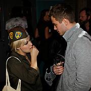 NLD/Amsterdam/20100215 -  Lancering MTV Mobile, Victoria Koblenko in gesprek met Jim Bakkum