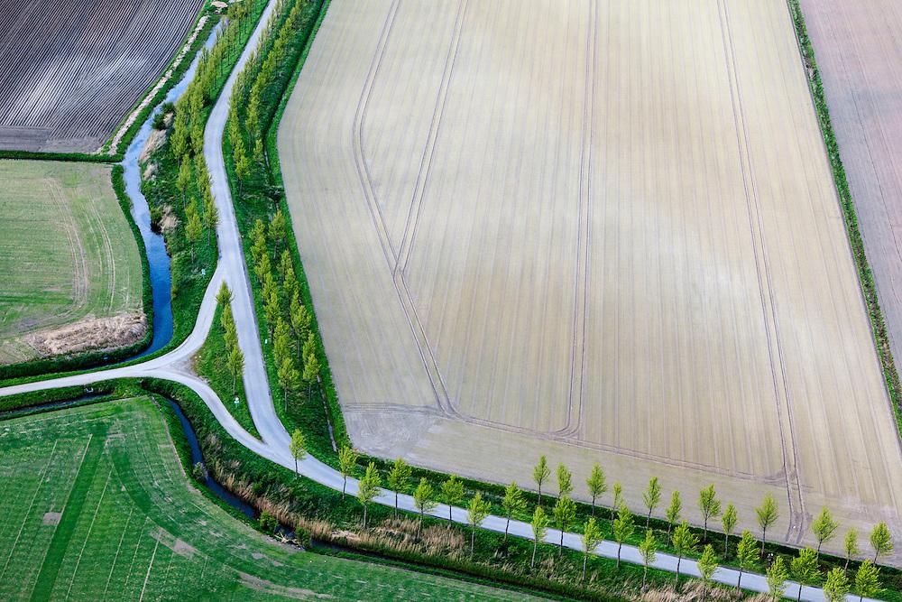 Nederland, Zeeland, Gemeente Sluis, 09-05-2013; omgeving IJzendijke, kruising Mauritsweg  met Boerenverdriet, restant van een oude verdedigingslinie uit de 80-jarige Oorlog, in de Oranjepolders. <br /> Polder road called Boerenverdriet (Farmer's sorrow) remainder of the line of defense dating back to 1615, in Zeeuws-Vlaanderen,  the south-west part of the province of Zeeland.<br /> luchtfoto (toeslag op standard tarieven);<br /> aerial photo (additional fee required);<br /> copyright foto/photo Siebe Swart.