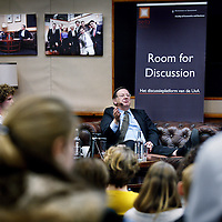Nederland, Amsterdam , 4 december 2013.<br /> Nout Wellink, oud-president van De Nederlandse Bank, is op woensdag 4 december te gast bij Room for Discussion, het discussieplatform van economiestudenten van de UvA.<br /> Foto:Jean-Pierre Jans