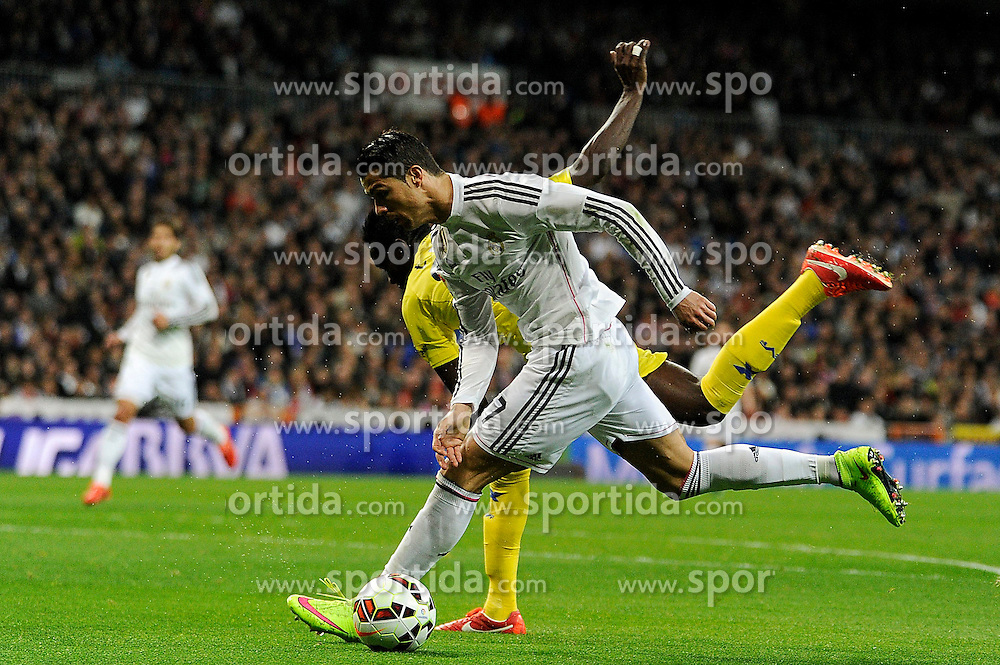 01.03.2015, Estadio Santiago Bernabeu, Madrid, ESP, Primera Division, Real Madrid vs FC Villarreal, 25. Runde, im Bild Real Madrid&acute;s Cristiano Ronaldo and Villarreal CF&acute;s Eric Bailly // during the Spanish Primera Division 25th round match between Real Madrid CF and Villarreal at the Estadio Santiago Bernabeu in Madrid, Spain on 2015/03/01. EXPA Pictures &copy; 2015, PhotoCredit: EXPA/ Alterphotos/ Luis Fernandez<br /> <br /> *****ATTENTION - OUT of ESP, SUI*****