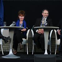 Nederland, Achlum , 28 mei 2011..Conventie van Achlum..Achmea bestaat dit jaar 200 jaar. In dit jubileumjaar gaat Achmea terug naar haar roots: het Friese dorpje Achlum. Op 28 mei vindt daar de Conventie van Achlum plaats. Zo'n 2000 mensen gaan daar met elkaar in gesprek over de toekomst van Nederland binnen de thema's: veiligheid, mobiliteit, arbeidsparticipatie, pensioen en gezondheid. Dit doen we met top sprekers uit de politiek en wetenschap maar ook met mensen zoals jij..Op de foto opiniepeiler  Hans Anker, Marjolein Verstappen, directeur Zorginkoop Achmea, Andre Knottnerus, wetenschappelijke Raad voor het Regeringsbeleid en Pieter Omtzigt van het CDA.Foto:Jean-Pierre Jans