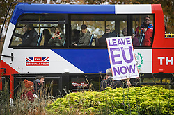 © Licensed to London News Pictures. 16/11/2018. London, UK. People on a Union Flag coloured bus watch a pro Brexit campaigner hold up a banner, outside the Houses of Parliament in London. There have been multiple resignations form Cabinet over Prime Minister Theresa May's proposed Brexit deal. . Photo credit: Ben Cawthra/LNP