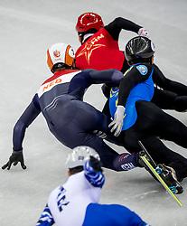 20-02-2018 KOR: Olympic Games day 11, PyeongChang<br /> 500m mannen shorttrack / Nurbergen Zhumagaziyev of Kazakhstan, Sjinkie Knegt of the Netherlands. De actie waardoor Sjinkie Knegt een penalty krijgt