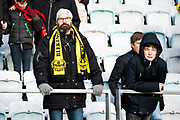 G&Ouml;TEBORG SVERIGE - 2017-11-11: Mj&auml;llby AIF supportrar deppar under kvalmatchen till Superettan mellan &Ouml;rgryte IS och Mj&auml;llby AIF p&aring; Gamla Ullevi den 11 november i G&ouml;teborg, Sverige.<br /> Foto: Jonas Gustafsson/Ombrello<br /> ***BETALBILD***