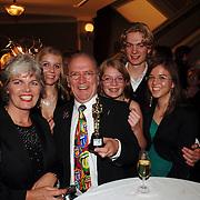 NLD/Kaatsheuvel/20051127 - Premiere musical Tita Tovenaar, Harry Slinger, partner Marijke van der Pol en kinderen Suzan, Anna, Bram