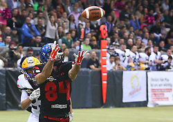05.11.2016, Albert Schultz Halle, Wien, AUT, Arena Bowl 2016, Team White vs Team Black, im Bild Thomas Winter (Team White, #23, Cornerback, Projekt Spielberg Graz  Giants) und  Matic Tomse (Team Black, #84, Wide Receiver, Ljubljana Silverhawks) // during the Arena Bowl 2016 between Team White vs Team Black at the Albert Schultz Ice Arena, Vienna, Austria on 2016/11/05. EXPA Pictures © 2016, PhotoCredit: EXPA/ Thomas Haumer