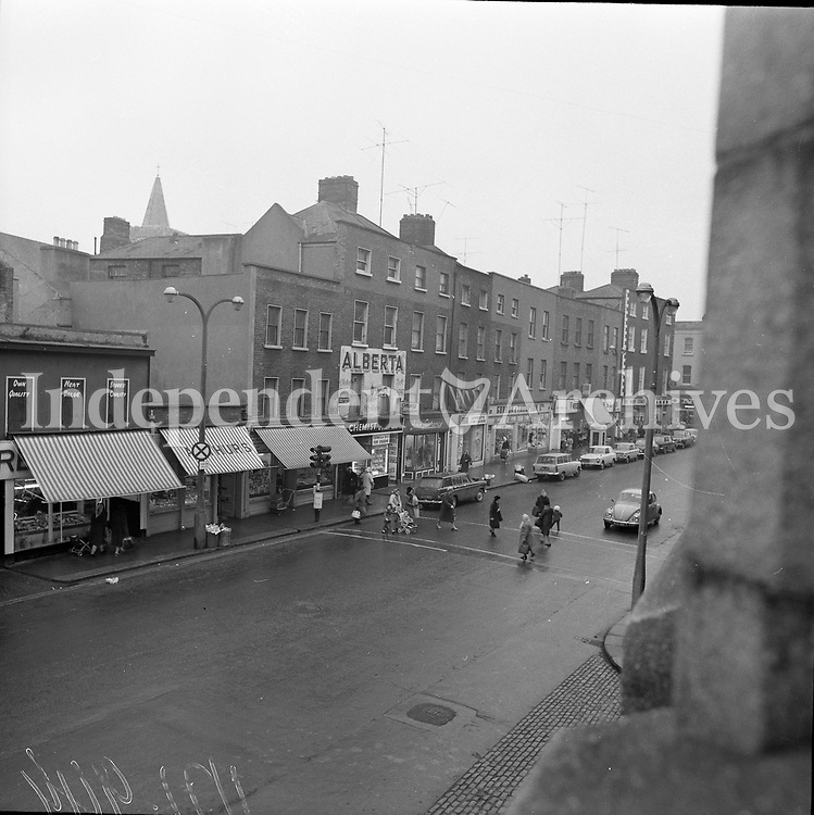 Scenes of Thomas Street, Dublin, 25/11/1971 (Part of the Independent Newspapers Ireland/NLI Collection).