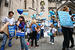 © Licensed to London News Pictures. 24/07/2017. London, UK. Supporters of Charlie Hard at The Royal Courts of Justice in London. The parents of terminally ill Charlie Gard have returned to the High Court in light of new evidence relating to potential treatment for their son's condition. An earlier lengthy legal battle ruled that Charlie could not be taken to the US for experimental treatment. London, UK. Photo credit: Ben Cawthra/LNP