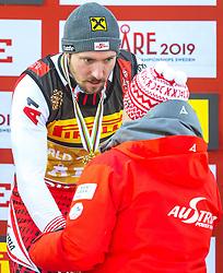 17.02.2019, Aare, SWE, FIS Weltmeisterschaften Ski Alpin, Slalom, Herren, Siegerehrung, im Bild v.l.: Weltmeister und Goldmedaillengewinner Marcel Hirscher (AUT), Prof. Peter Schröcksnadel (ÖSV Präsident) // f.l.: World champion and gold medalist Marcel Hirscher of Austria Peter Schroecksnadel Austrian Ski Association President during the winner Ceremony for the men's Slalom of FIS Ski World Championships 2019. Aare, Sweden on 2019/02/17. EXPA Pictures © 2019, PhotoCredit: EXPA/ Dominik Angerer