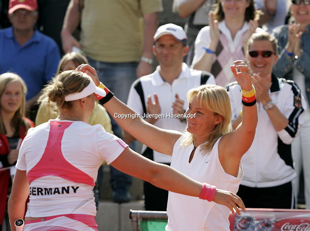 Fed Cup Germany - Croatia , ITF Damen Tennis Turnier in Fuerth, Wettbewerb der Mannschaft von Deutschland gegen Kroatien. Anna-Lena Groenefeld(GER) und Kapitaen Barbara Rittner jubeln nach Sieg.<br />Foto: Juergen Hasenkopf<br />B a n k v e r b.  S S P K  M u e n ch e n, <br />BLZ. 70150000, Kto. 10-210359,<br />+++ Veroeffentlichung nur gegen Honorar nach MFM,<br />Namensnennung und Belegexemplar. Inhaltsveraendernde Manipulation des Fotos nur nach ausdruecklicher Genehmigung durch den Fotografen.<br />Persoenlichkeitsrechte oder Model Release Vertraege der abgebildeten Personen sind nicht vorhanden.