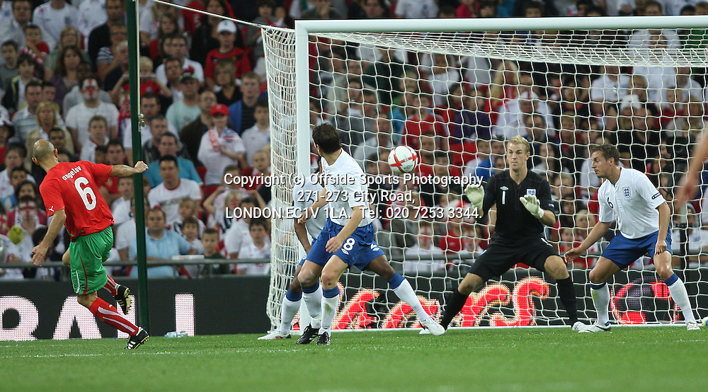 03/09/2010 International football. England v Bulgaria.<br /> Joe Hart saves from Angelov.<br /> Photo: Mark Leech.