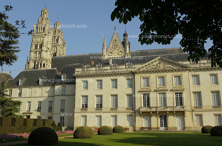 Museum of Fine Arts, in Tours. The french city of Tours is located on the lower reaches of the river Loire, between Orléans and Saumur. It has a central location in the Loire Valley for anyone eager to discover the World Heritage site composed by Chateaux de la Loire and the Loire river.
