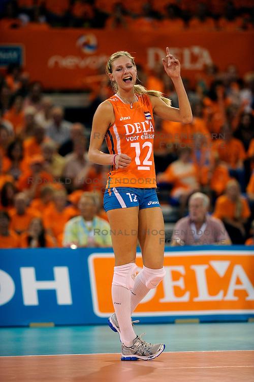 19-09-2009 VOLLEYBAL: DELA TROPHY NEDERLAND - TURKIJE: EINDHOVEN<br /> Nederland wint vrij eenvoudig van Turkije met 3-0 / Manon Flier<br /> &copy;2009-WWW.FOTOHOOGENDOORN.NL