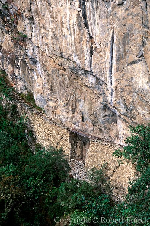 PERU, HIGHLANDS, PREHISPANIC, INCA Machu Picchu; Inca drawbridge designed to protect one of the approaches to the city