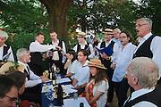 Gesangsverein beim Elbhangfest, Weindorf, Schloss Pillnitz, Dresden, Sachsen, Deutschland.|.chorus at Elbhangfest (feast), wine village, Pillnitz Castle, Dresden, Germany