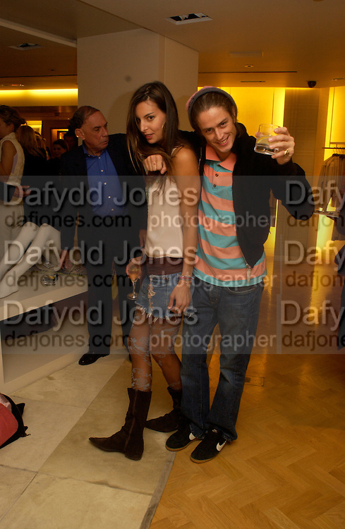 Zara Simon andd Sam Robinson, Burberry party to launch collection in  support of Breakthrough Breast Cancer. New Bond St. shop. Londddon. 5 October 22004. ONE TIME USE ONLY - DO NOT ARCHIVE  © Copyright Photograph by Dafydd Jones 66 Stockwell Park Rd. London SW9 0DA Tel 020 7733 0108 www.dafjones.com