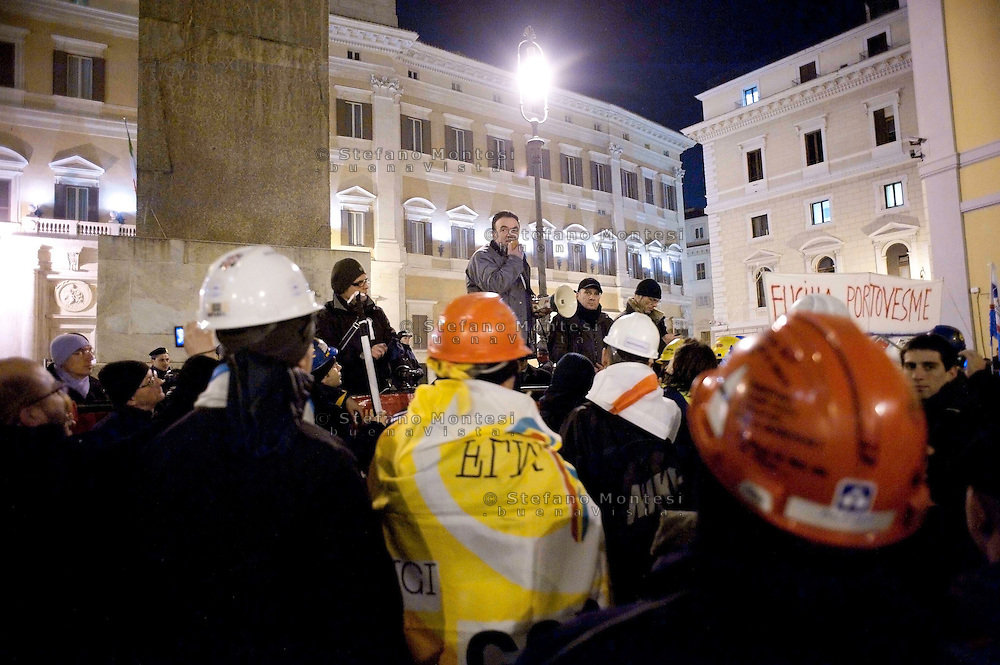 Roma 11 Febbraio 2010.Metalmeccanici delle fabbriche italiane appartenenti al gigante statunitense dell'alluminio Alcoa manifestano contro i licenziamenti, davanti al Parlamento..Rino Barca della Fim Cisl al parla agli operai.Rome February 11, 2010.Metalworkers of Italian factories belonging to US aluminium giant Alcoa protest against the layoffs, before Parliament.. Italy has been subsidising electricity prices for Alcoa's two Italian production sites since 2006, but the European Commission ruled on November 19 that this amounted to illegal state aid and should be paid back. The US giant, which employs 2,500 people in Italy, responded by temporarily idling its Portovesme and Fusina plants. It also said it plans appeal against the decision