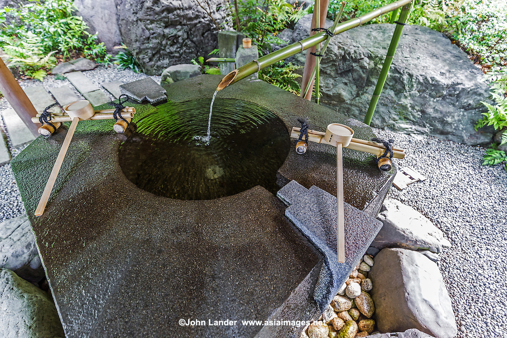 Kantakeyama is the formal offical name of the Japanese garden at Samukawa Shrine near Chigasaki, Kanagawa-ken.  The pond garden's centerpiece is a multi tiered waterfall cascade.  The shrine itself is ancient and has the interesting characteristic of saying prayers to protect one from evil, one of the few Shinto shrines in Japan to actually have rituals to perform this, the unique ceremony is called Happoyoke.