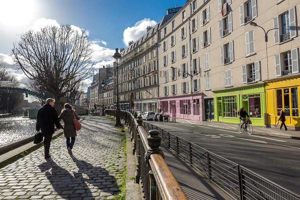 Scène de vie au bord du canal Saint Martin // Saint Martin canal life scene. Paris, France