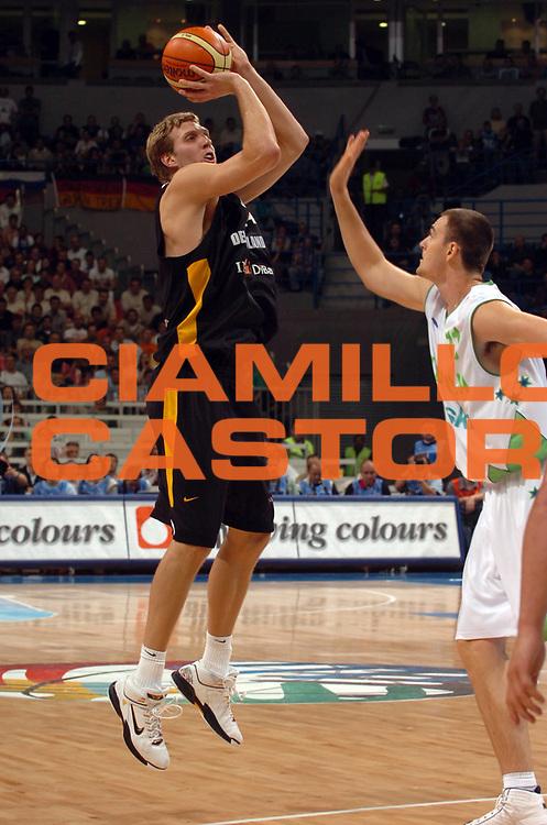 DESCRIZIONE : Belgrado Belgrade Eurobasket Men 2005 Germania Slovenia<br /> GIOCATORE : Nowitzki<br /> SQUADRA : Germania Germany<br /> EVENTO : Eurobasket Men 2005 Campionati Europei Uomini 2005<br /> GARA : Germania Slovenia Germany Slovenia<br /> DATA : 23/09/2005<br /> CATEGORIA :<br /> SPORT : Pallacanestro<br /> AUTORE : Ciamillo&amp;Castoria/Fiba Europe Pool