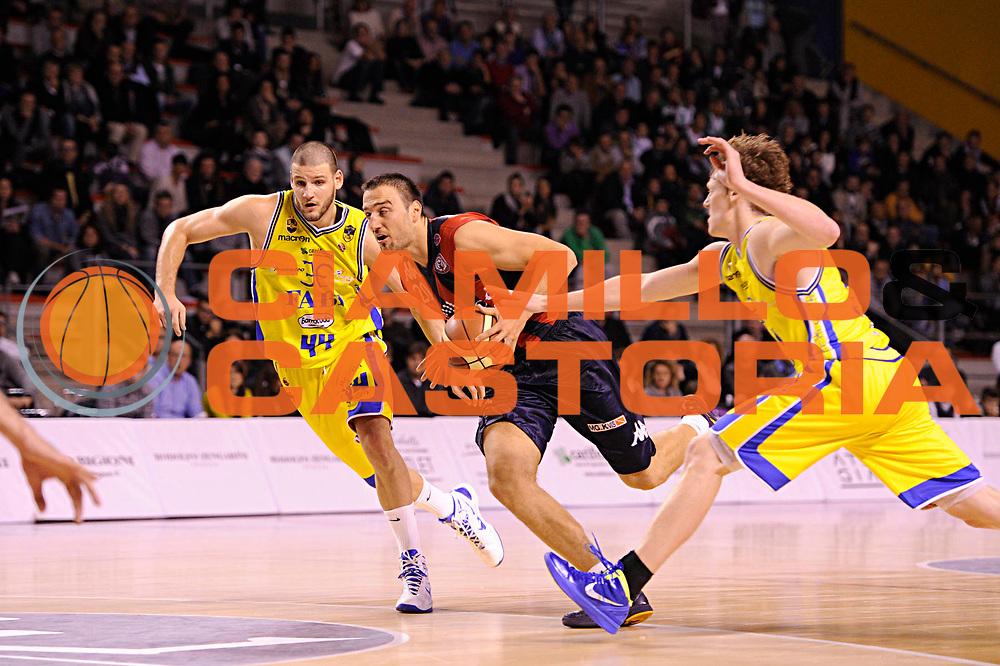 DESCRIZIONE : Ancona Lega A 2011-12 Fabi Shoes Montegranaro Angelico Biella<br /> GIOCATORE : Albert Miralles<br /> CATEGORIA : palleggio penetrazione<br /> SQUADRA : Angelico Biella<br /> EVENTO : Campionato Lega A 2011-2012<br /> GARA : Fabi Shoes Montegranaro Angelico Biella<br /> DATA : 13/11/2011<br /> SPORT : Pallacanestro<br /> AUTORE : Agenzia Ciamillo-Castoria/C.De Massis<br /> Galleria : Lega Basket A 2011-2012<br /> Fotonotizia : Ancona Lega A 2011-12 Fabi Shoes Montegranaro Angelico Biella<br /> Predefinita :
