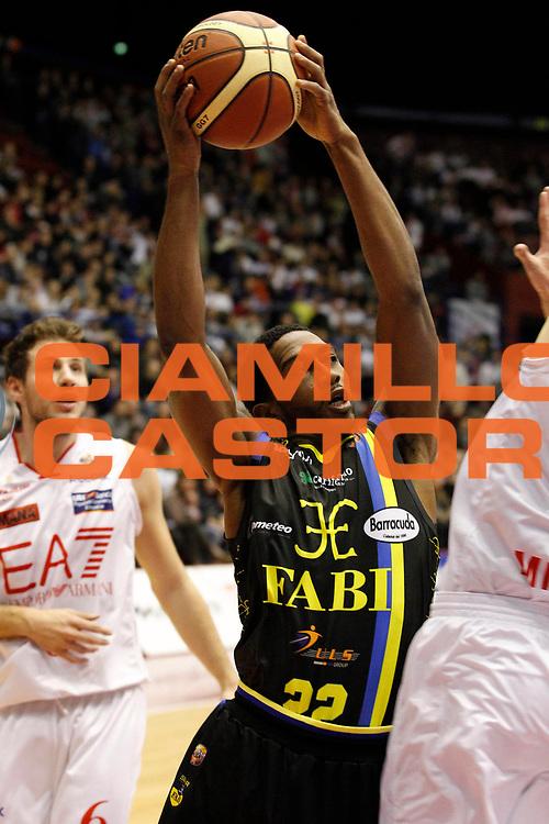 DESCRIZIONE : Milano Campionato Lega A 2011-12 EA7 Emporio Armani Milano Fabi Shoes Montegranaro<br /> GIOCATORE : Jerel McNeal<br /> CATEGORIA : Tiro<br /> SQUADRA : Fabi Shoes Montegranaro<br /> EVENTO : Campionato Lega A 2011-2012<br /> GARA : EA7 Emporio Armani Milano Fabi Shoes Montegranaro<br /> DATA : 17/12/2011<br /> SPORT : Pallacanestro<br /> AUTORE : Agenzia Ciamillo-Castoria/G.Cottini<br /> Galleria : Lega Basket A 2011-2012<br /> Fotonotizia : Milano Campionato Lega A 2011-12 EA7 Emporio Armani Milano Fabi Shoes Montegranaro<br /> Predefinita :