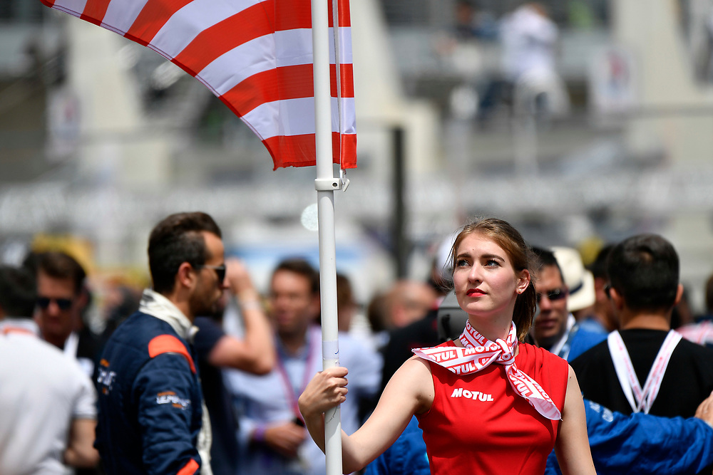 grid girl, grid walk, pre-race, atmosphere<br /> Saturday 16 June 2018<br /> 24 Hours of Le Mans<br /> 2018 24 Hours of Le Mans<br /> Circuit de la Sarthe  FR<br /> World Copyright: Scott R LePage