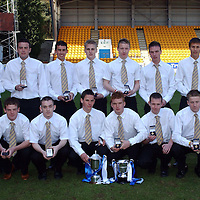 St Johnstone U-19's with there league trophy..23.04.05<br />