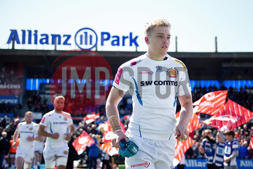 Richard Capstick and the rest of the Exeter Chiefs team run onto the field - Mandatory byline: Patrick Khachfe/JMP - 07966 386802 - 04/05/2019 - RUGBY UNION - Allianz Park - London, England - Saracens v Exeter Chiefs - Gallagher Premiership Rugby