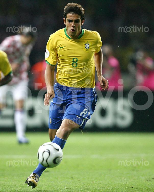 Fussball WM 2006  Gruppenspiel  Vorrunde  Gruppe F Spiel 11 Brasilien - Kroatien Brasil - Croatia  KAKA (BRA) am Ball.