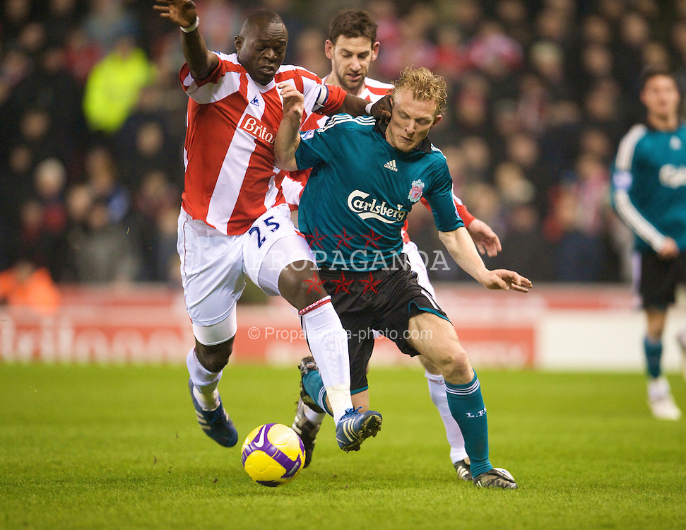 STOKE-ON-TRENT, ENGLAND - Saturday, January 10, 2009: Liverpool's Dirk Kuyt and Stoke City's Abdoulaye Faye during the Premiership match at the Britannia Stadium. (Photo by David Rawcliffe/Propaganda)